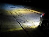 Phare xenon sur un véhicule de nuit